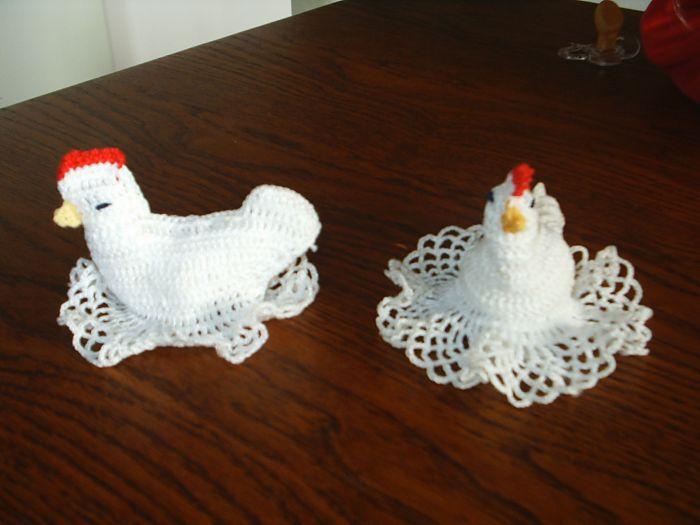 petites poules pour paques modele au crochet. Black Bedroom Furniture Sets. Home Design Ideas